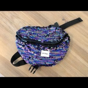 NWT Spiral fanny pack
